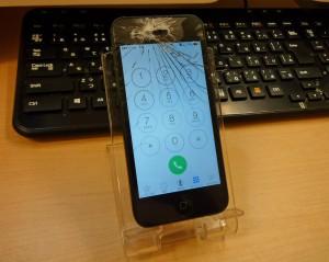 iPhone 5のガラス交換と効きが悪いスリープボタンを一緒に修理しました~