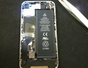 スリープボタンが押せない(ボタン陥没)iPhone 4S 修理完了しました~