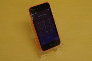 iPhone5Cのガラスがヒビ割れて三重県桑名市より御来店いただきました~♪アイフォン修理のクイック名古屋