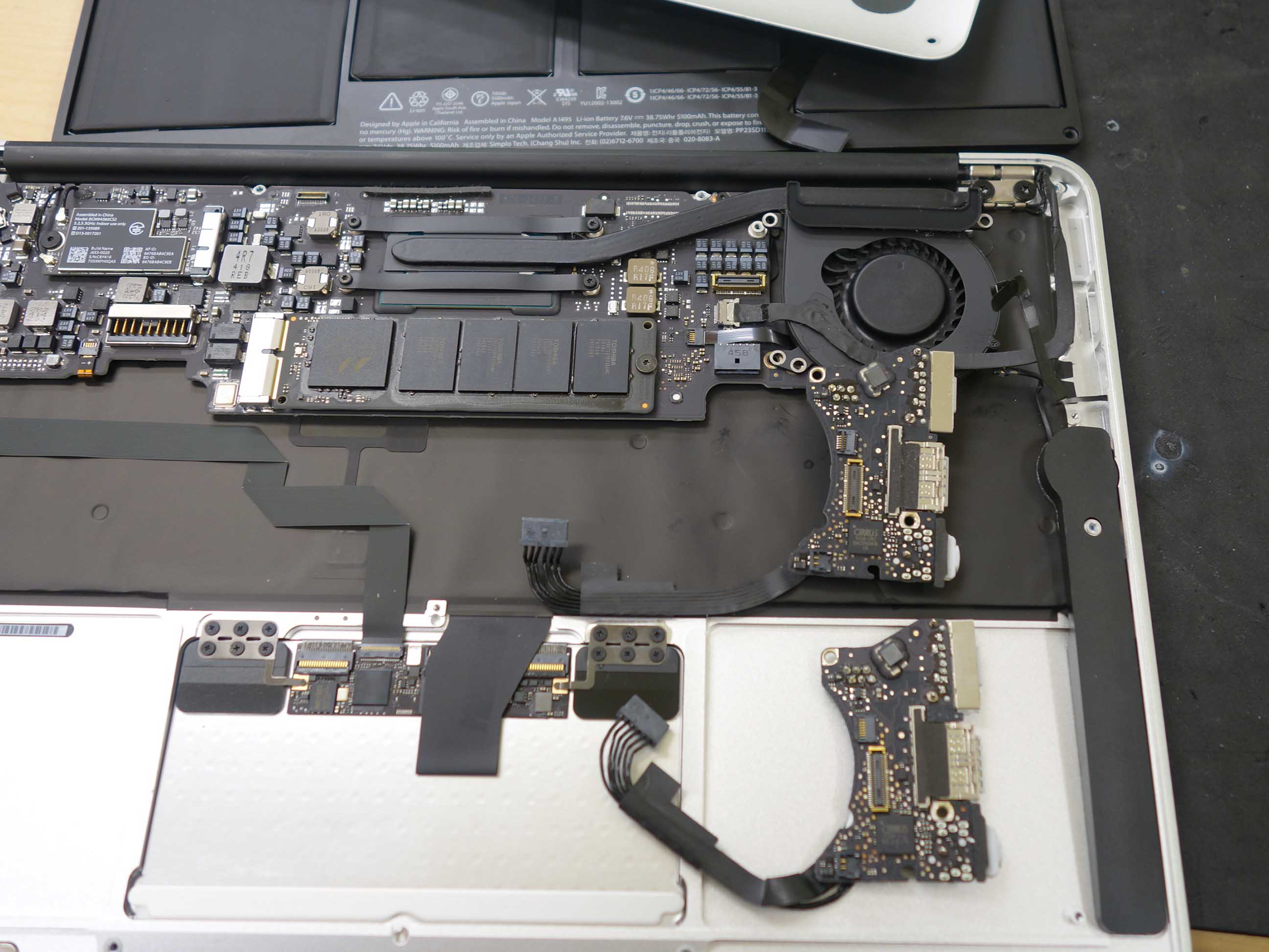 名古屋市 Macbook Air2012 USB端子交換修理 マックブック修理もクイック名古屋
