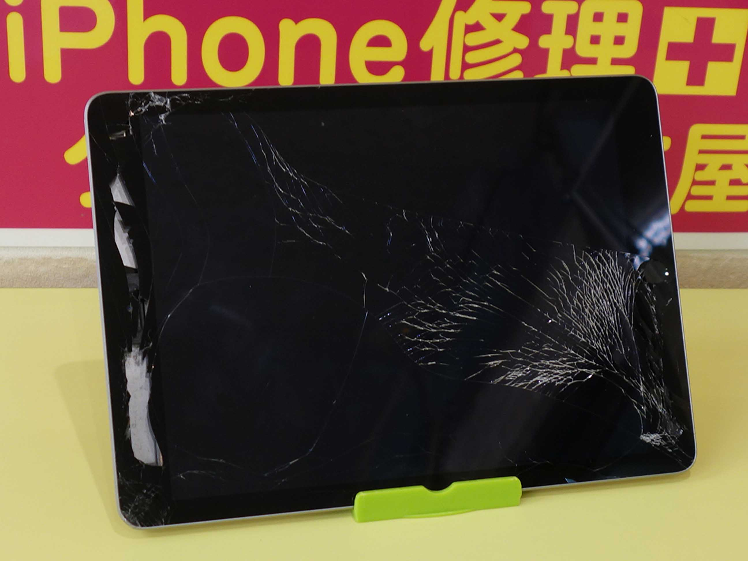 落として割れたiPad5の修理に名古屋市内よりご来店!アイフォン修理のクイック名古屋