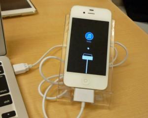 iPhone 4S リカバリーモードから脱出&復旧しました~♪アイフォン修理のクイック名古屋
